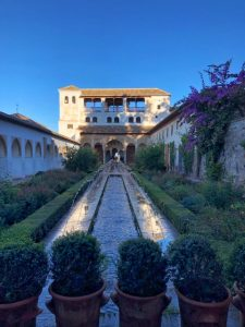 Alhambra tour Musement Generalife court